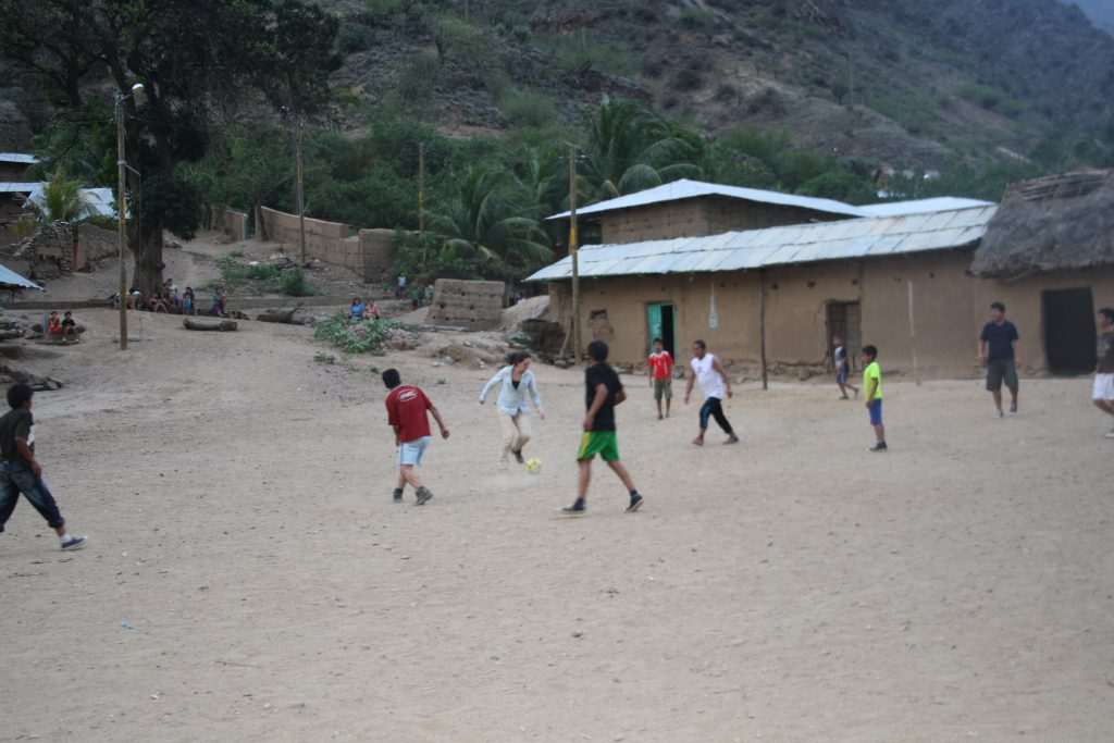 Camila playing soccer with local residents in Mendán, Amazonas, Photo: Renato Consentino