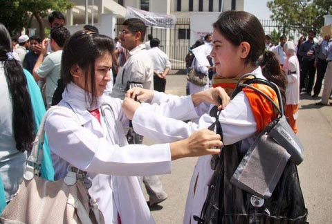 Medical students protesting in Pakistan. Courtesy: Pakistan Today
