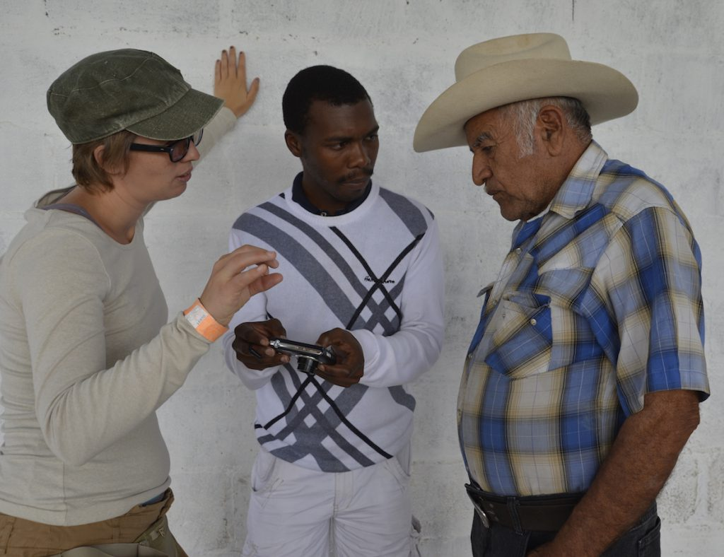Bertha Fellow Alumni Carolijn Terwindt and Nkosinathi Sithole speak with a community member during an educational exchange in Mexico